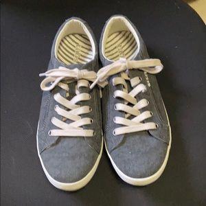 Taos Star Sneaker— size 9